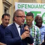 """""""Albergo Lombardia completo"""" Maroni guida la protesta anti clandestini"""